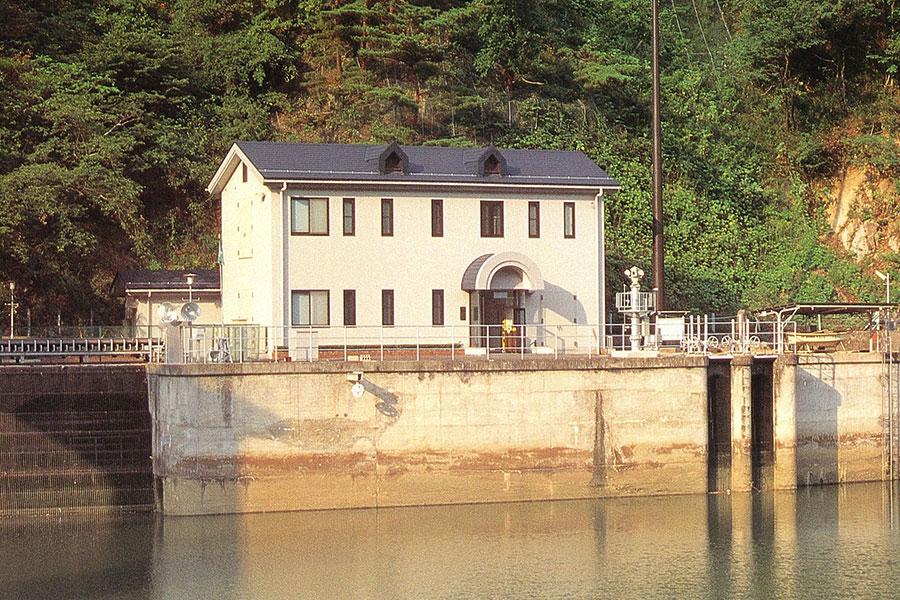 信夫発電所ダム計算機室